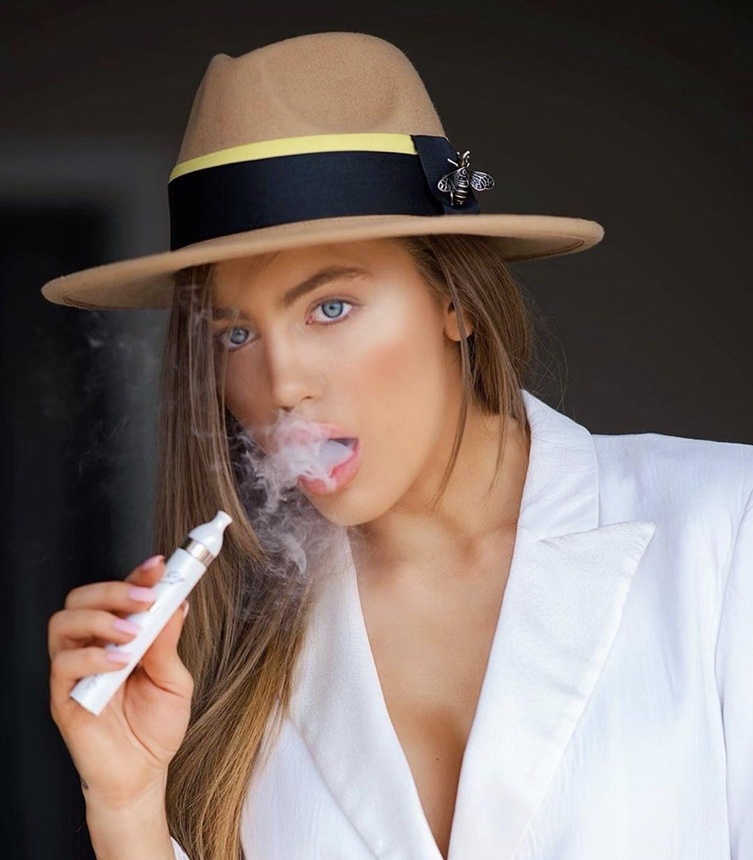 Atina Ivanova El Shisha