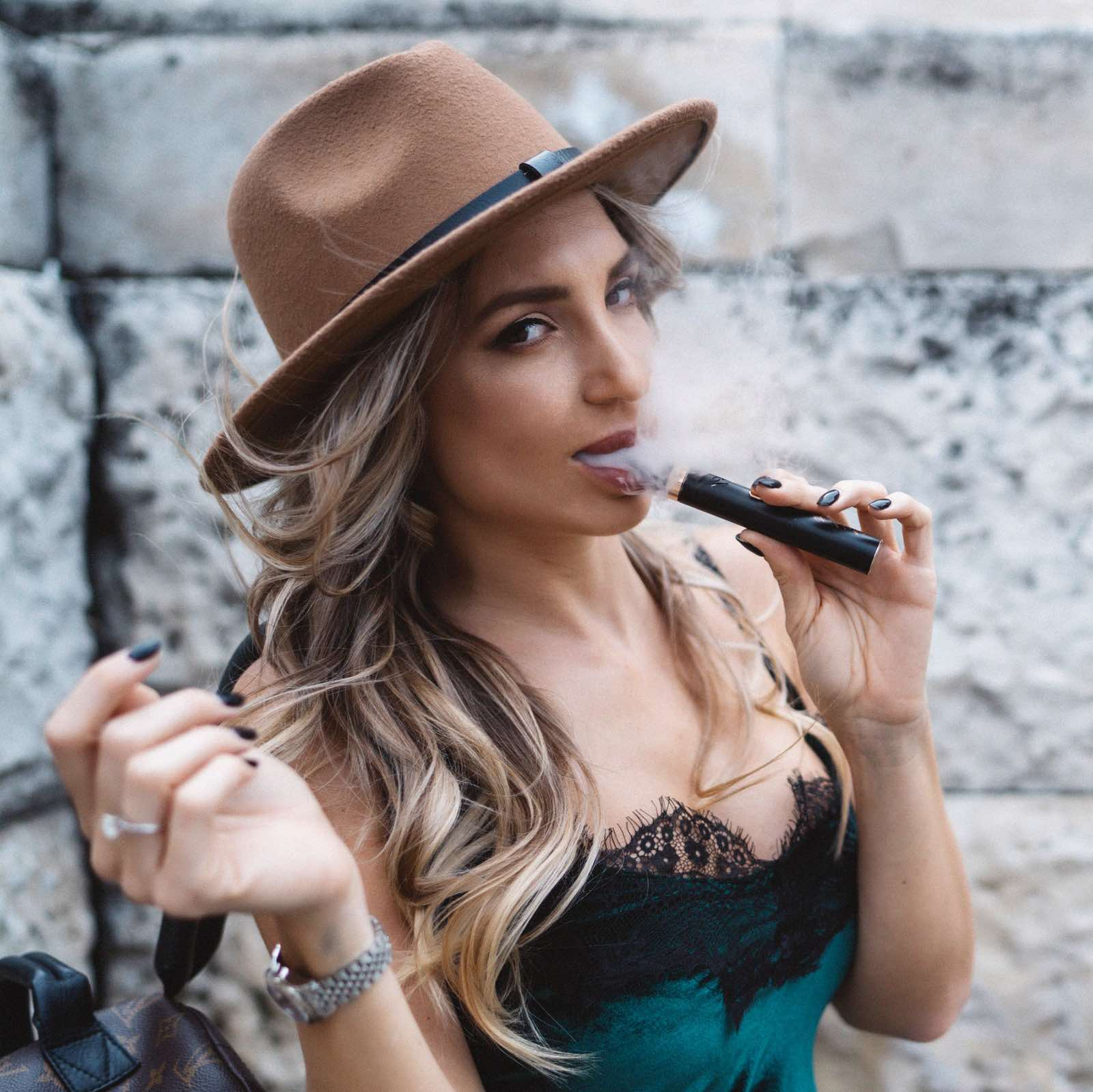 Jolie Petkova El Shisha
